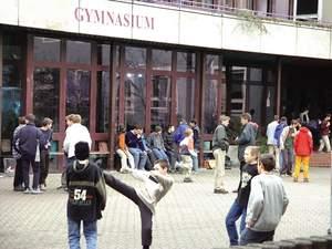Raubkopierer in der Schule : Alltag an einem bayrischen Gymnasium - hier sprachen wir mit jugendlichen Raubkopierern.