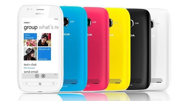 Nokia Lumia 710 : Das Lumia 710 verkauft Nokia in mehreren Farbkombinationen.