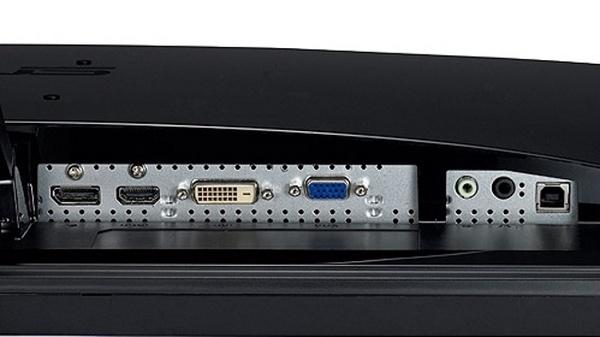 Asus VK278Q : Mit Displayport, HDMI, DVI und VGA-Eingang (links nach rechts) ist der VK278Q sehr anschlussfreudig.