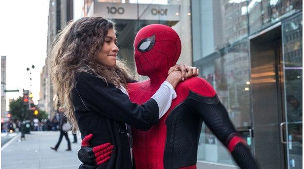Spider Man Baut In Far From Home Seine Superhelden Anzüge Selbst